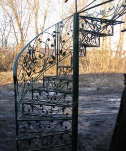 Кованая винтовая лестница и столб: заказать, описание, фото