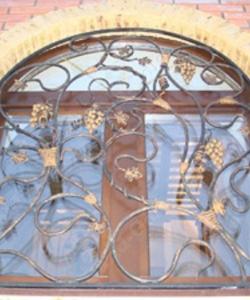 Кованные решетки с лозой: заказать, описание, фото