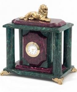 Часы из змеевика с бронзовым львом. Высота 19 см. Длина 18 см. Ширина 12 см.
