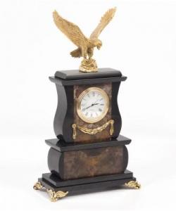 Часы изагата и долерита с орлом из бронзы. Высота 25 см. Длина 15 см. Ширина 7,5 см.