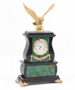 Часы из азурмалахита и долерита с орлом из бронзы. Высота 25 см. Длина 15 см. Ширина 7,5 см.