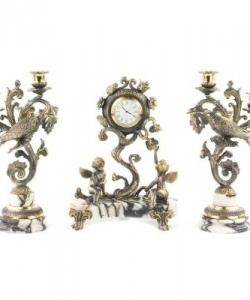 Размер: часы 200х125х260 мм, канделябры 140х135х275 мм.