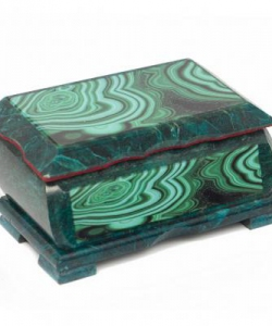 Шкатулка с иллюстрацией под малахит 150х90х70 мм 1050 гр.