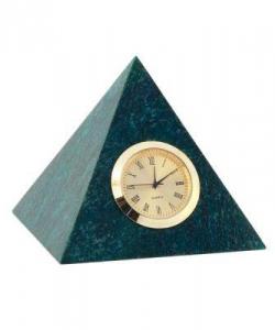Часы из змеевика. Размер: основание8х8 см.