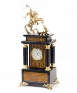 Часы изтигрового глазаи долерита с бронзовым Георгием Победоносцем. Высота 32 см. Длина 15 см. Ширина 8 см.